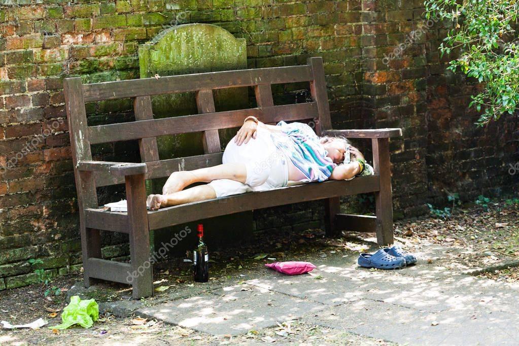 Видеть во сне пьяную знакомую женщину