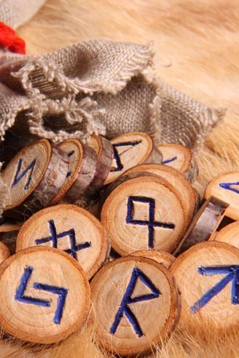 Как правильно гадать на славянских рунах (значение всех рун)