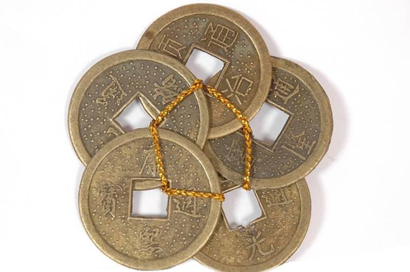 Заговор монет на удачу и богатство: императорский амулет, 5 рублей и другие талисманы
