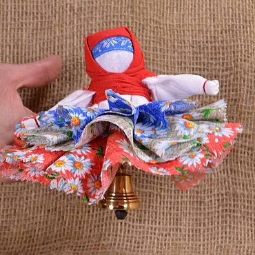 Кукла колокольчик, значение валдайского оберега в защите дома и семьи.