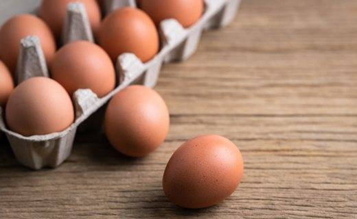 Свекровь приносит тухлые яйцо