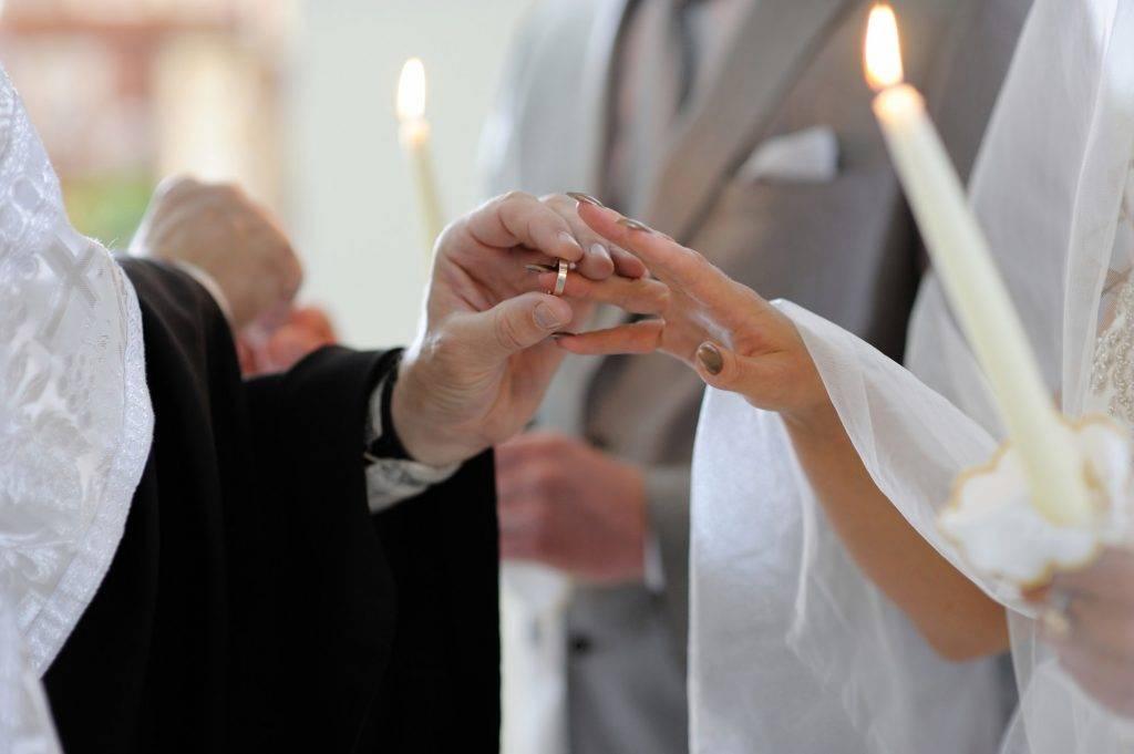 Свадебные приметы: чего точно нельзя делать на свадьбе. приметы для жениха и невесты, гостей, про обручальные кольца - womanem