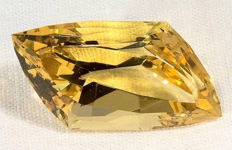 Кому по гороскопу подходит камень берилл, его лечебные и магические свойства
