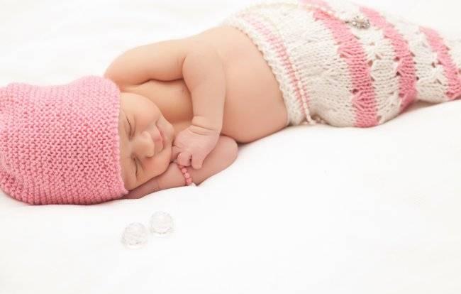 К чему снится маленький ребенок женщине или мужчине - толкование сна по сонникам