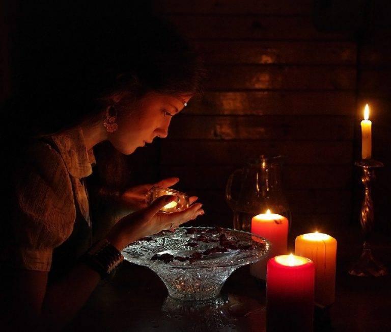 Как гадать в домашних условиях:гадания на будущее, любовь, желание