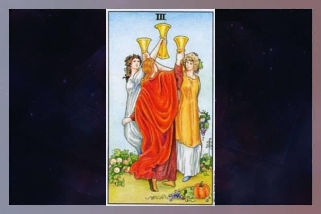 Тройка кубков (чаш) в таро: значение в отношениях и любви, сочетание с другими картами