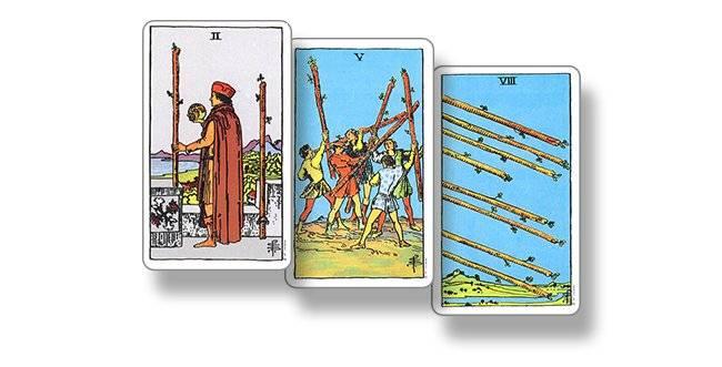 4 (четвёрка) мечей таро: значение в отношениях, любви, работе
