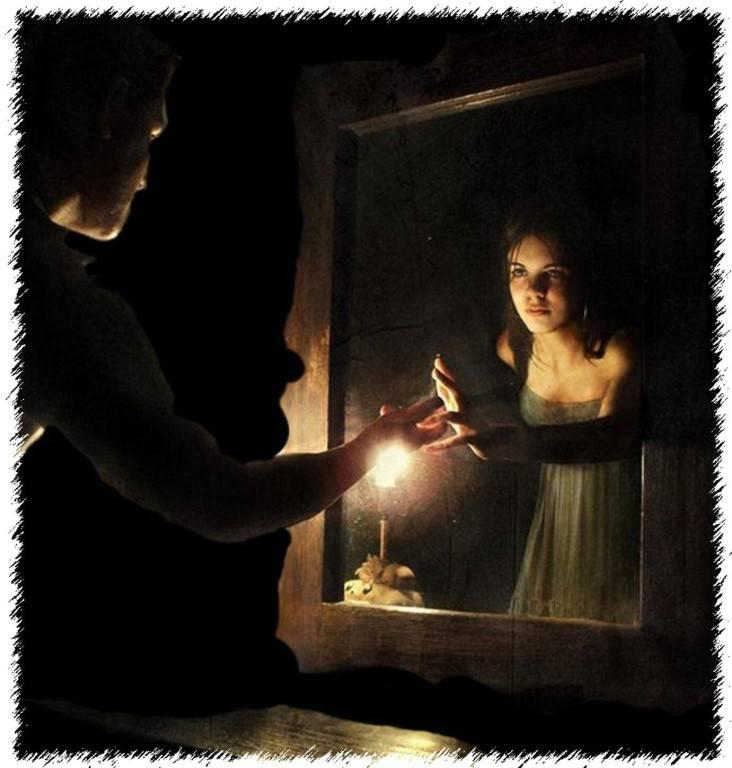 Гадание на зеркале при свечах: на суженого, на будущее, как правильно