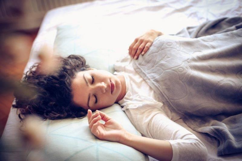 К чему снится звонок женщине или мужчине - толкование сна по сонникам