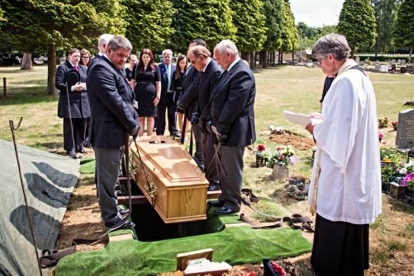 Что можно и нельзя делать родственникам после похорон - народные приметы и суеверия