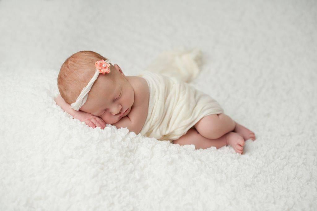 К чему снится маленький ребенок - девочка: полное толкование