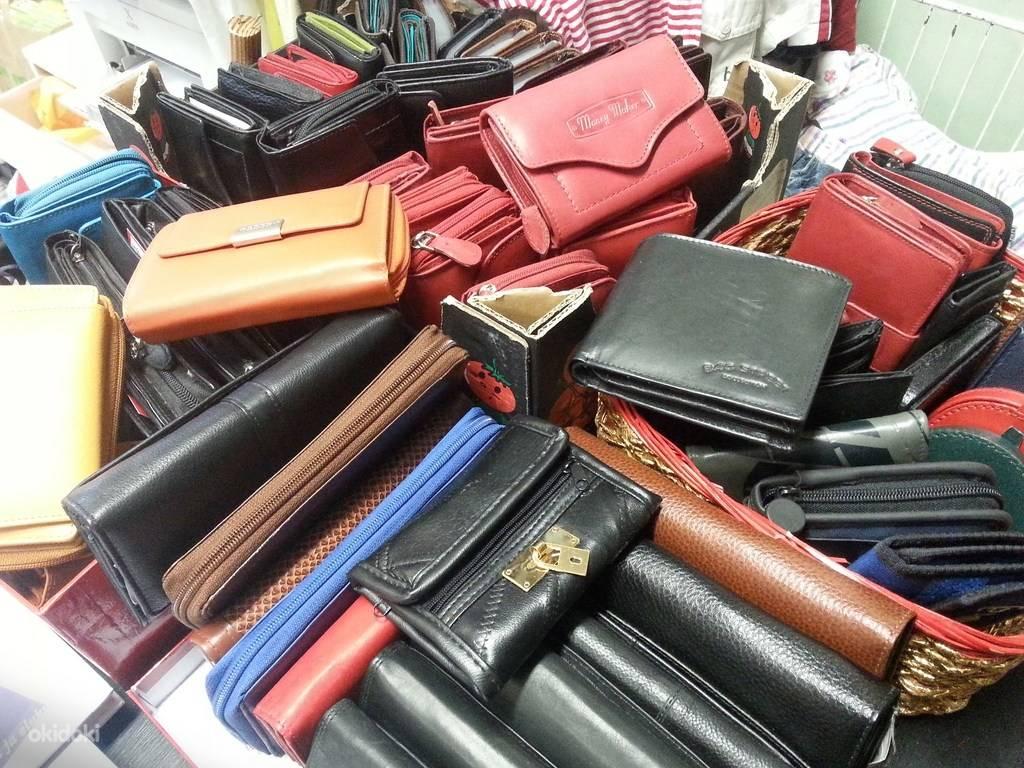 Какого цвета покупать кошелек для привлечения денег