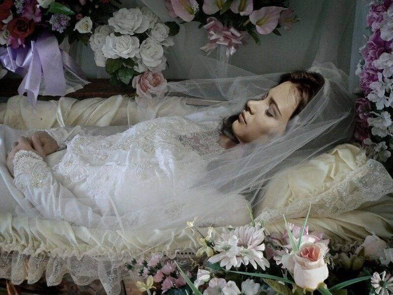 Умершая мать женщине