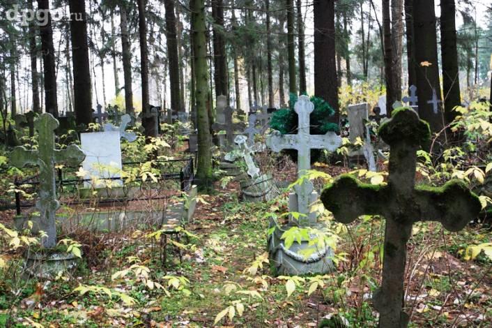 Кладбищенский приворот: 5 обрядов на кладбище