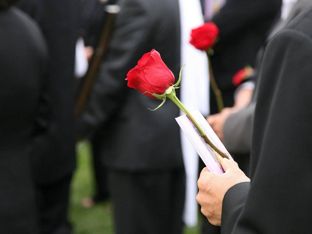 Приметы на похоронах, предупреждение с того света?