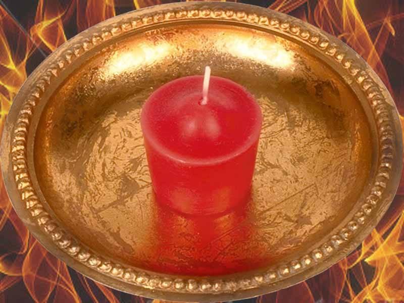 Гадание на свечах на отношения, любовь по именам, измену в рождество и на святки