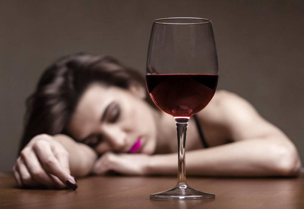 Бить пьяную женщину