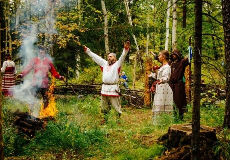 Вместо регистрации в загсе — славянский ритуал имянаречения