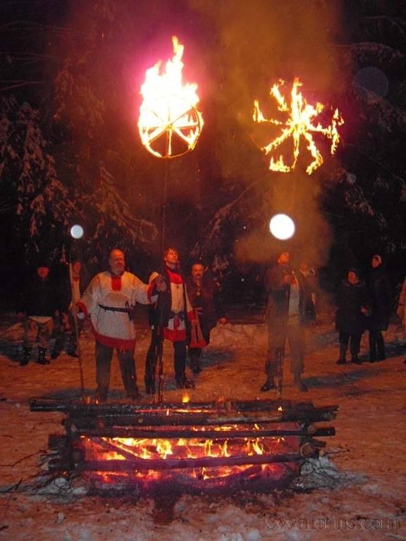 Коляда - праздник славян: история, описание дней зимнего солнцеворота у наших предков, языческие песни и гуляния, как дар богу