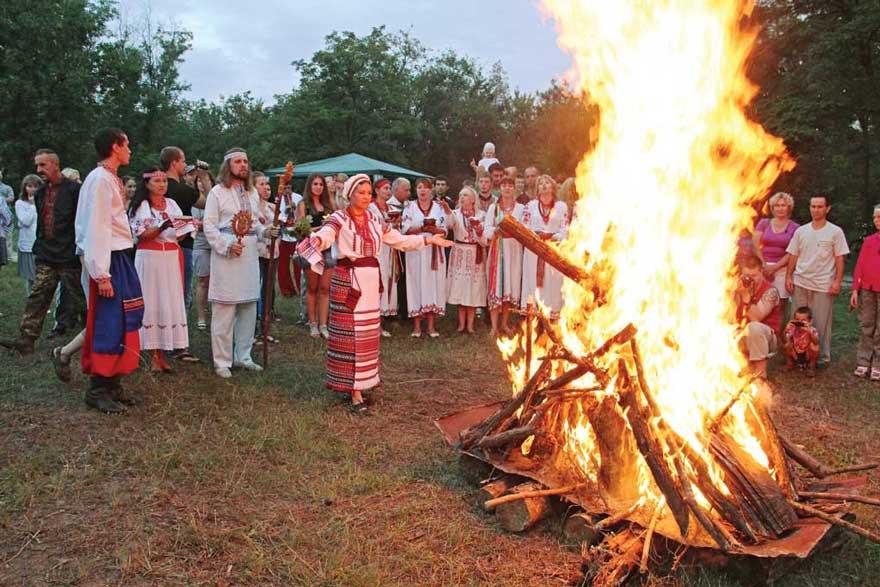 Праздник двенадцати апостолов 13 июля 2021 года, традиции, народные приметы, запреты дня