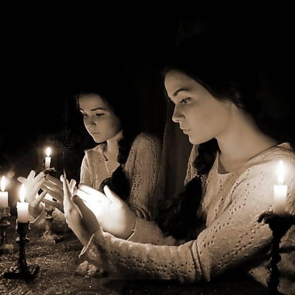 Святочные гадания: история возникновения, виды, примеры