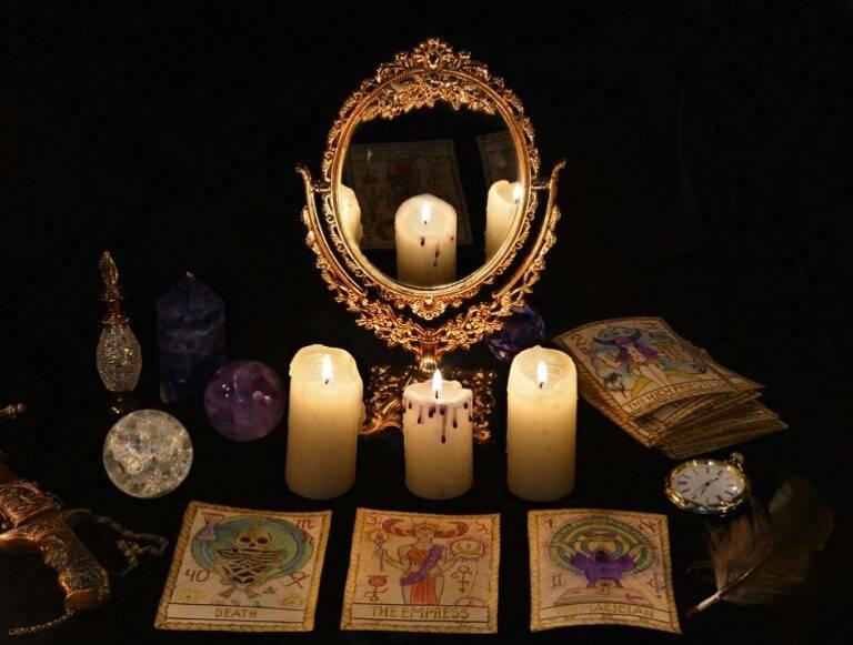 Гадание на зеркале – как узнать судьбу с помощью магии?