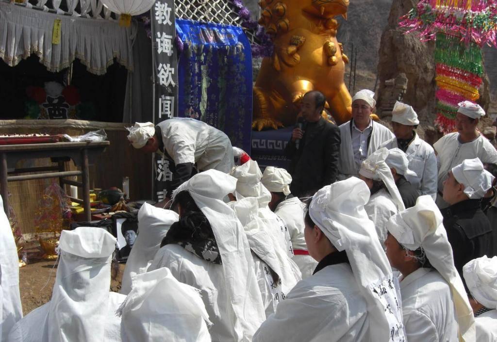 Как проходит процесс похорон: основные традиции и особенности организации