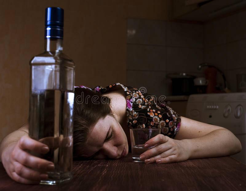 К чему снится пьяная незнакомая женщина