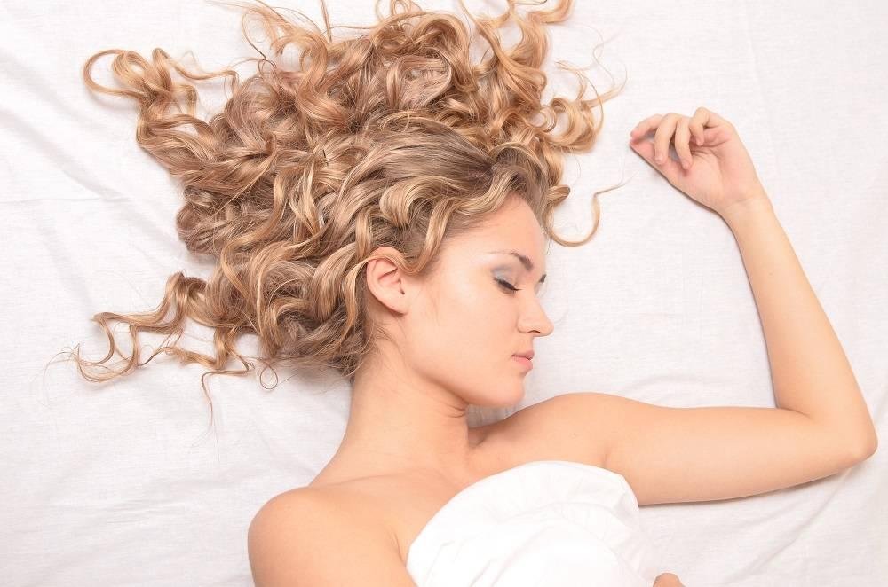 К чему снится выпадают волосы по соннику? видеть во сне, что выпадают волосы – толкование снов.