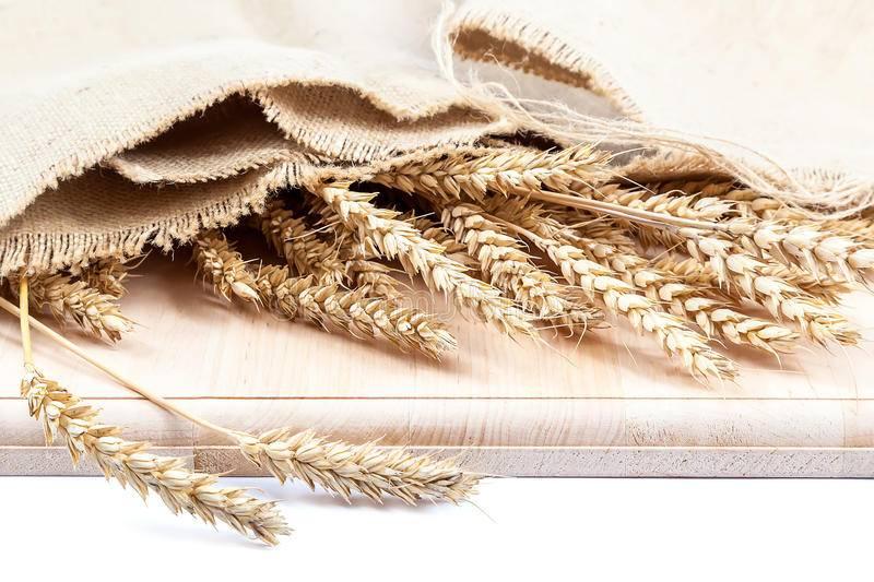 Сноп пшеницы в доме примета. kakhranitedy.ru