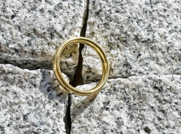 Найти кольцо - примета (обручальное, спаси и сохрани, серебряное или золотое)