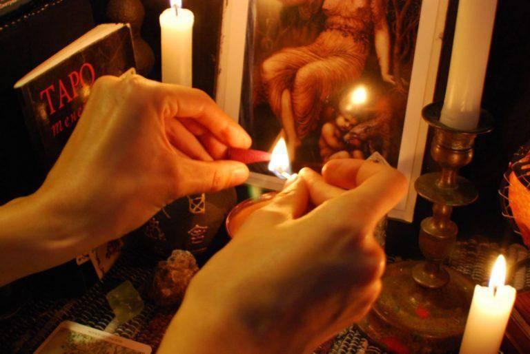 Приворот на фото на кровь: надежные способы приворожить любимого даже на расстоянии