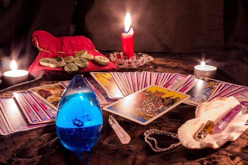Гадание на зеркале на суженого и на будущее: как правильно провести ритуал