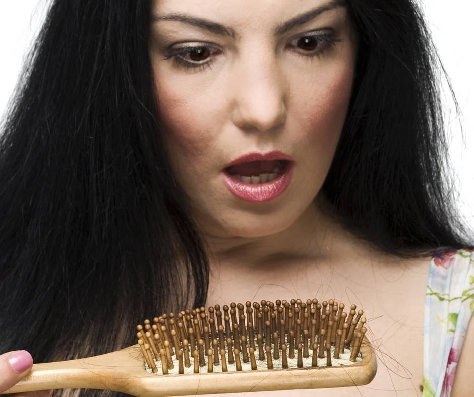 Волосы пучками лезут