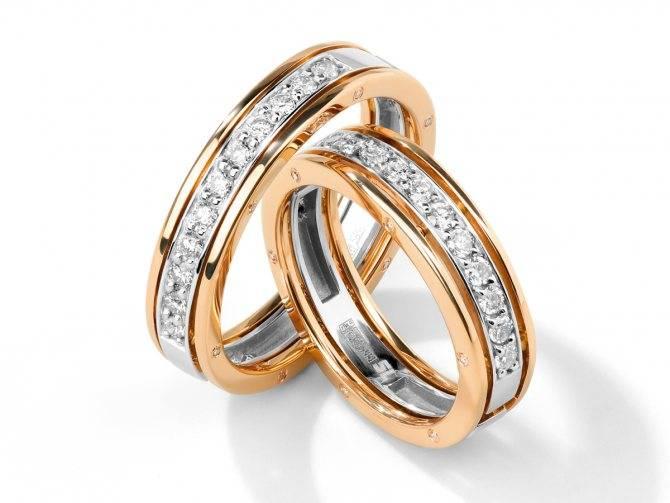 Как правильно носить обручальные и помолвочные кольца: можно ли носить на одном пальце
