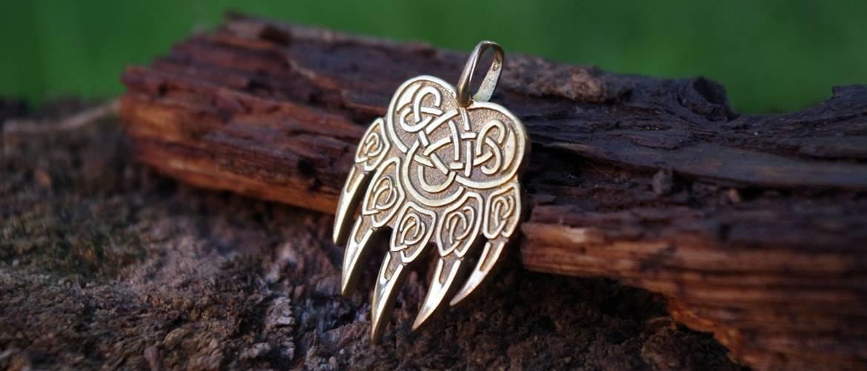 Символ велеса: медвежья и волчья лапа, значение оберега у славян
