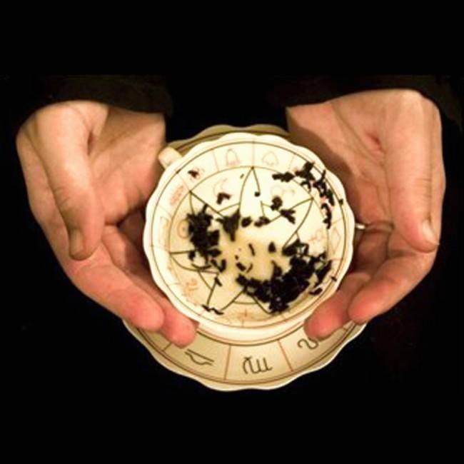 Гадание на кофейной гуще или чае: правила, толкование символов, букв, цифр и значение фигур. как гадать на кофейной гуще или чае на будущее, на любовь в домашних условиях? гадание на кофейной гуще: пр