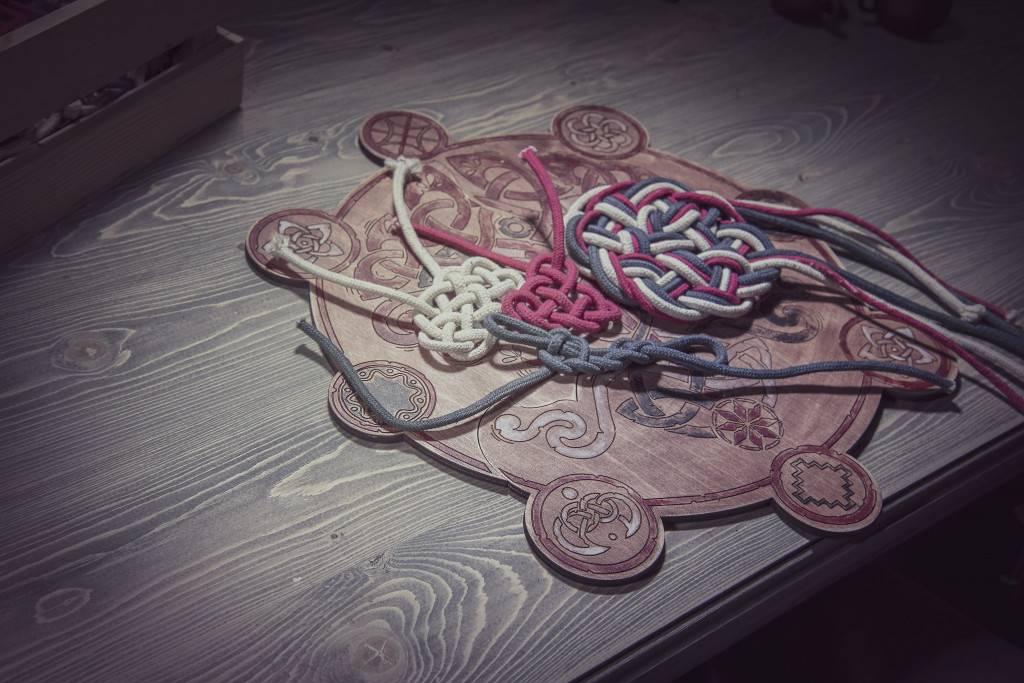 Узелковая магия: особенности плетения наузы, на здоровье, любовь, удачу и деньги.