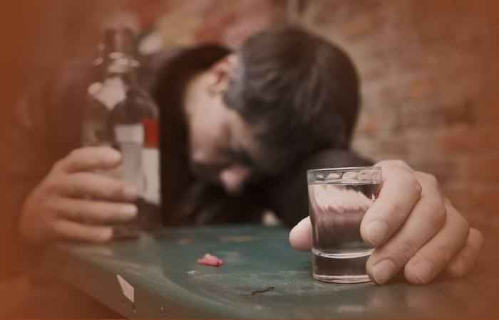 Порча на пьянство: как определить, снять и навести