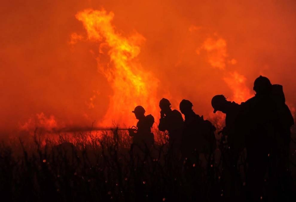 К чему снится тушить по соннику? видеть во сне, что тушите пожар  - толкование снов.