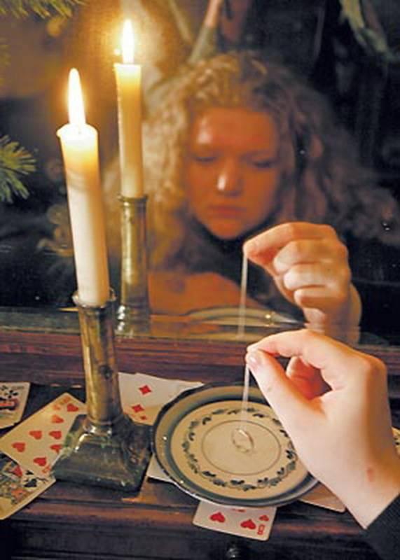 Заглянуть в будущее и узнать тайны собственной судьбы: гадания на зеркале и народные приметы