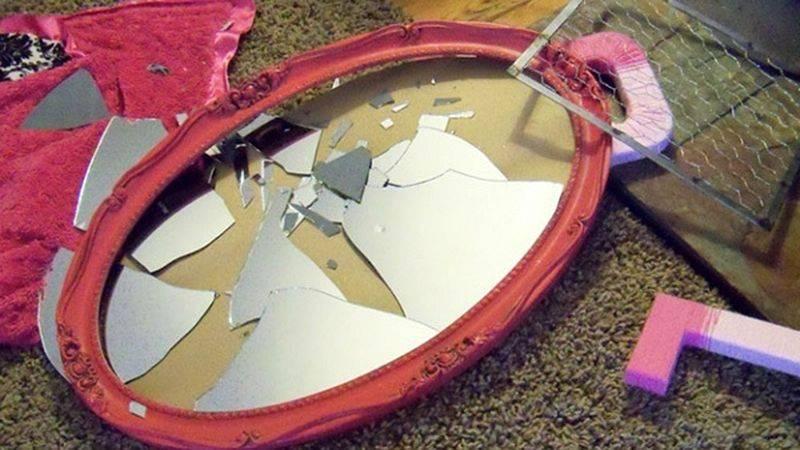 Все приметы про разбитое зеркало
