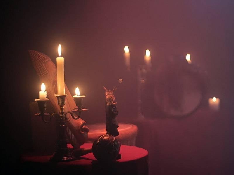 Экстрасенсы общаются с духами умерших