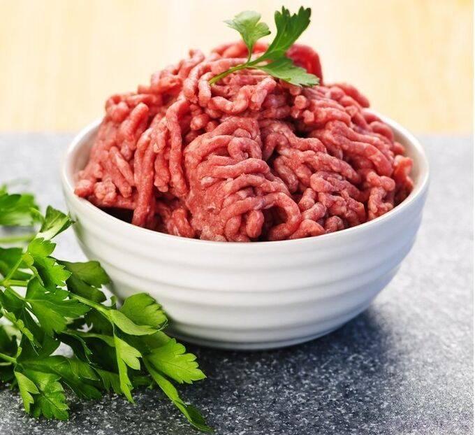 Сырое мясо фарш мясной
