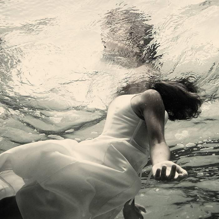 К чему снится тонуть в воде? толкование по 67 сонникам