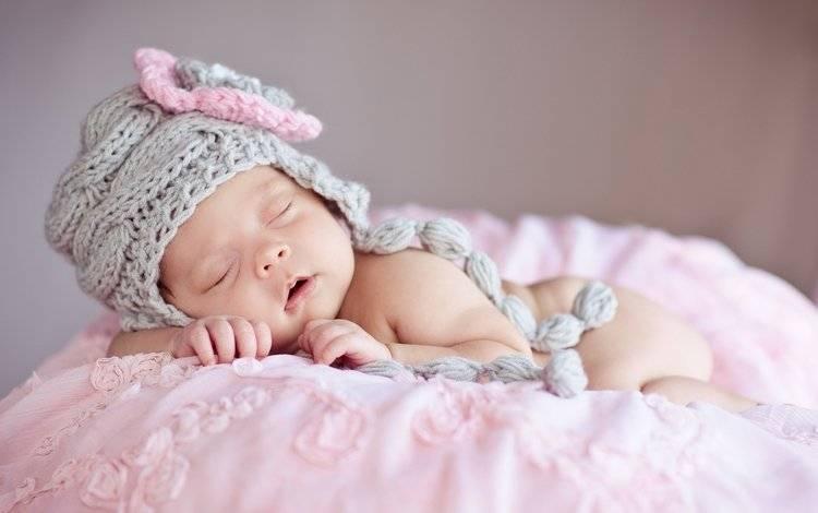 К чему снится держать младенца на руках: девочку, мальчика
