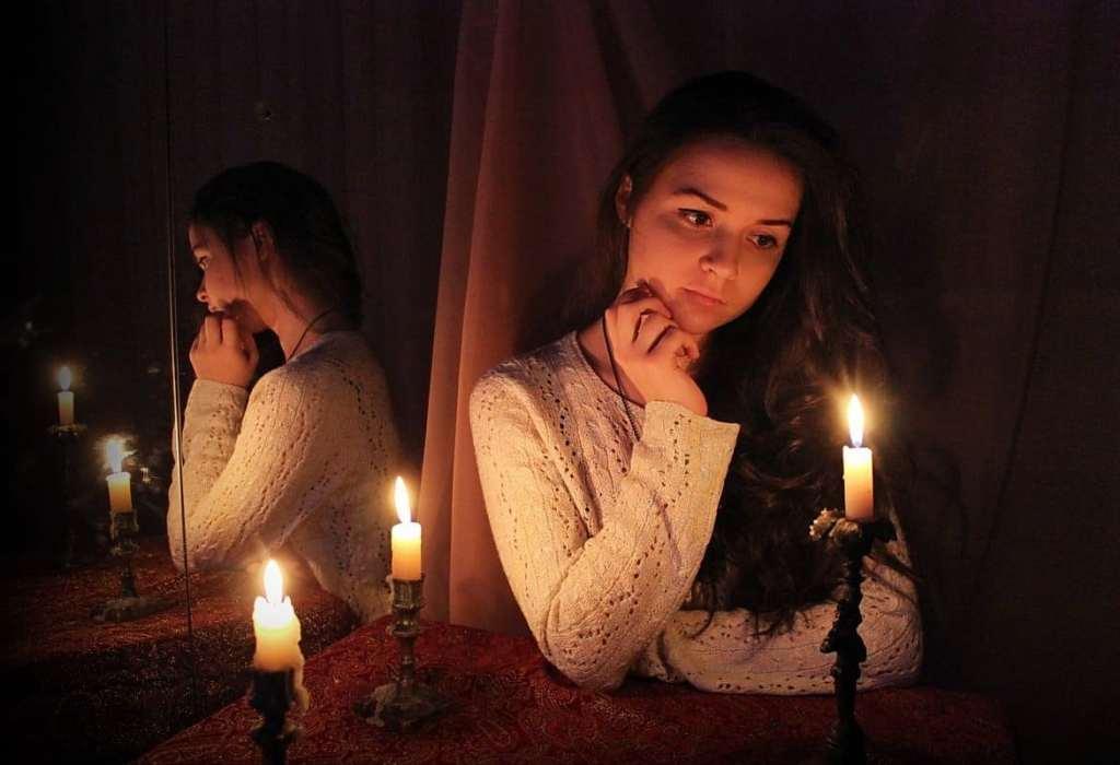 Как ставится защита зеркалом от порчи? как обезопасить себя при помощи зеркальной магии от негативного воздействия?