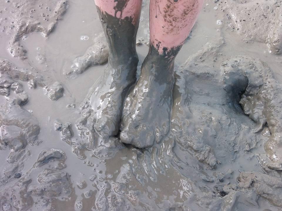 Сонник смывать грязь с ног водой. к чему снится смывать грязь с ног водой видеть во сне - сонник дома солнца