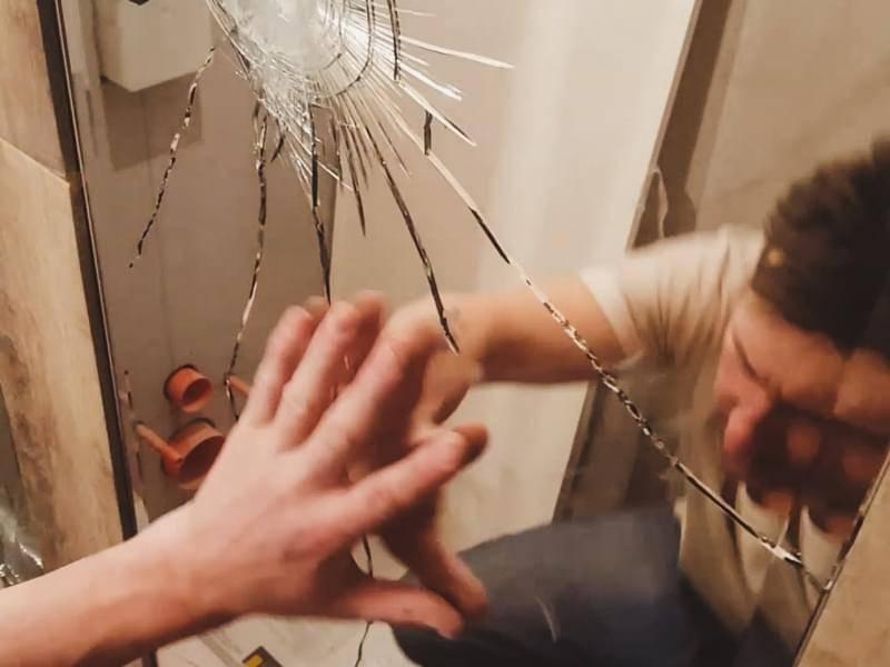 Разбитое зеркало: чего ожидать от судьбы?