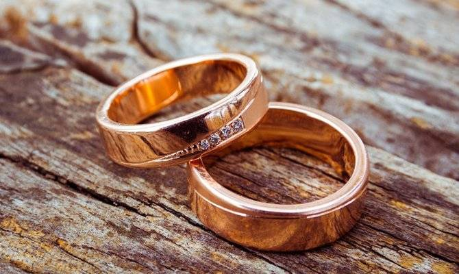 Обручальное кольцо: приметы и суеверия, связанные со свадебными кольцами
